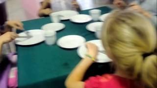 Как проходят уроки по столовому этикету у девочек? Детский летний лагерь