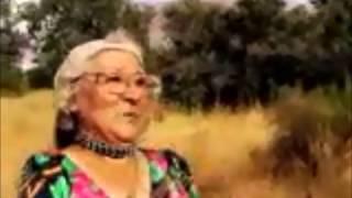 Śmieszny filmik #1 - Babcia ratuje dziecko na torach