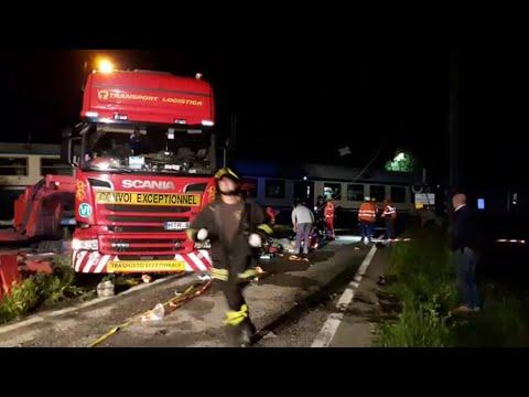 Treno contro tir a Causo, vagoni deragliati: un  morto e diversi feriti