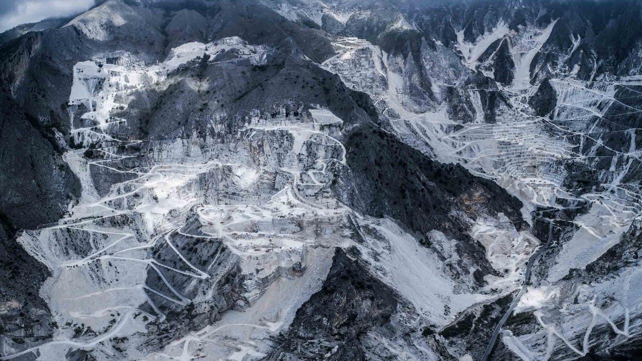 Marble quarry of massa carrara cave di marmo di massa for Marmo di carrara prezzo