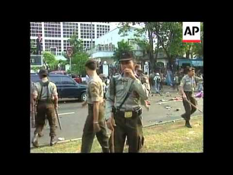 INDONESIA: JAKARTA: POLICE CLASH WITH DEMONSTRATORS (v)