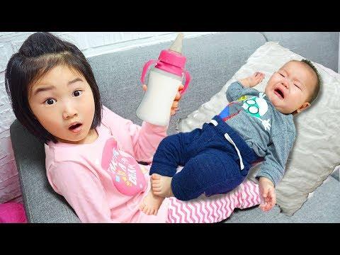 보람이의 아기동생 돌보기 놀이 Boram Taking Care of Baby