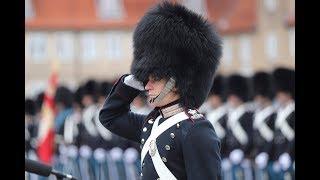 Garder Sørensen modtager Dronningens ur