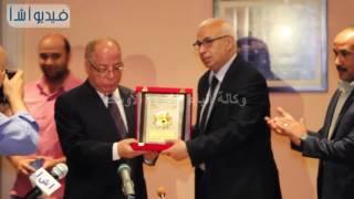 بالفيديو : وكالة أنباء الشرق الأوسط تكرم حلمي النمنم وزير الثقافة