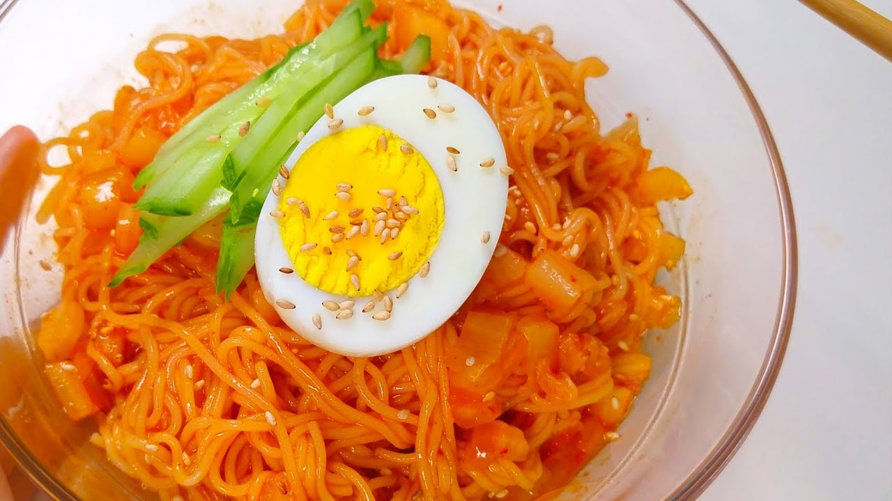 Kimchi Bibim GukSu *Spicy Mixed Noodles* | 초간단 비빔국수 만들기 | 새콤달콤 양념장 황금레시피