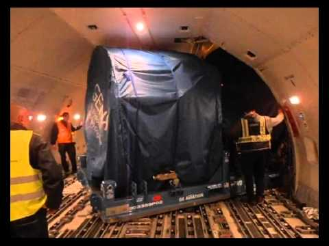 Loading a GEnx Boeing 777