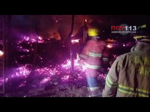 """VIDEO Arden siete viviendas en la colonia de """"paracaidistas"""" Ampliación La Estrellita"""