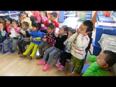super-simple-songs-can-you-make-a-happy-face-small-class-2