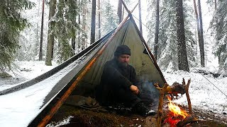 3 Days Solo Winter Bushcraft - Hiking The North in Rain and Snow