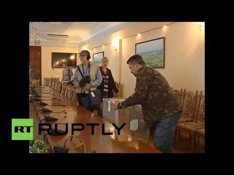 Ukraine: Referendum voting underway in Lugansk