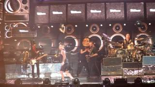 Robbie  Wiliams -We Will rock you