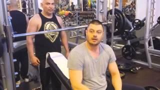Николай Бареков във фитнес зала