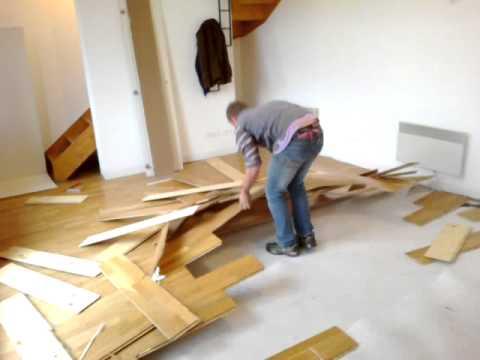 baptiste aime arracher un parquet flottant youtube. Black Bedroom Furniture Sets. Home Design Ideas