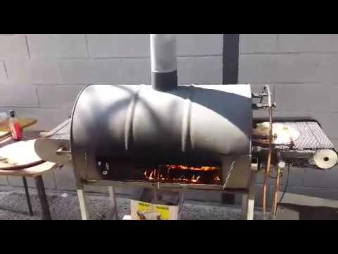 Forno pizza automatico fatto con bidoni di benzina for Forno a legna per pizza fai da te