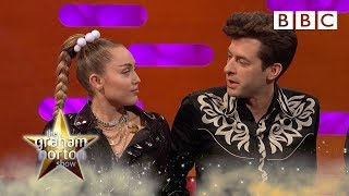 Why Miley Cyrus blanked Mark Ronson's call 😳 - BBC