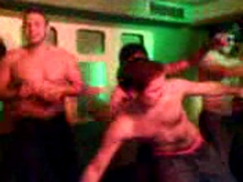 Striptease beim Karaoke in der Freiburg Bar