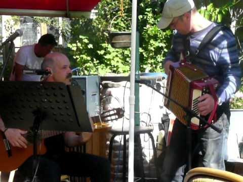 Lexolo & Friends - 01 Little Umbrellas - Apeldoorn, May 2011