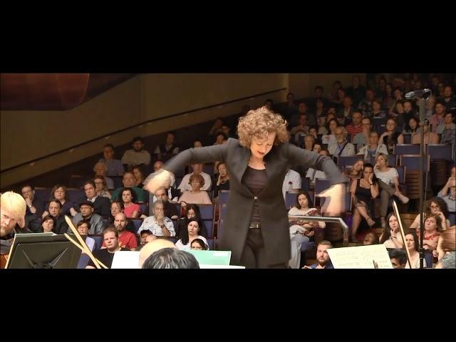 Lucia Marin - Directora de Orquesta
