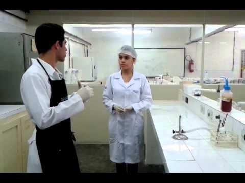 Bruno Nogueira critica as praxes académicas e diz que são uma parvoice de YouTube · Duração:  3 minutos 44 segundos