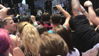 Neck deep can't kick up the roots live