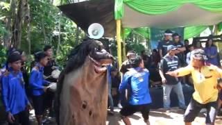 Download Video Seni reak lugay pusaka feat seni benjang mekar budaya Part 1 MP3 3GP MP4