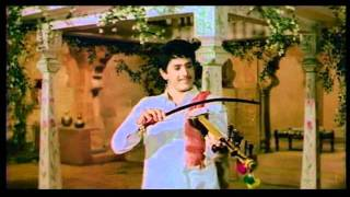chaand-jaise-muk-e-pe-bollywood-romantic-song-sawan-ko-aane-do