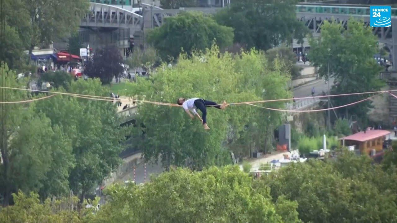 مغامر فرنسي يعبر نهر السين ماشيا على حبل معلق في الهواء!!  - نشر قبل 2 ساعة