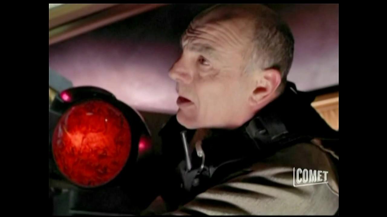 Download Stargate SG1 - Replicators Take Apophis' Ship (Season 5 Ep. 1)