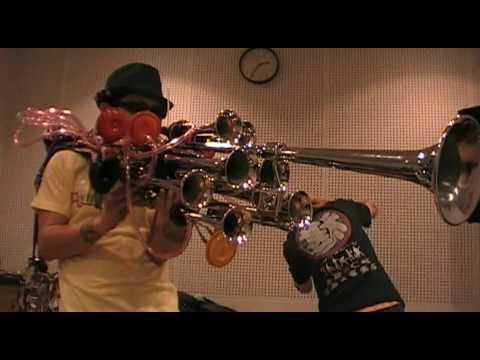 Asakusa Jinta : Crazy Horns, BAZOOKA !