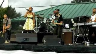 Dionne Farris - Food For Thought (Live)