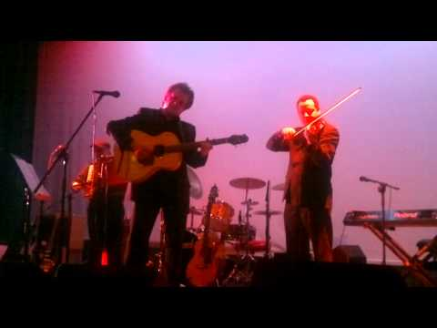 Precious Years - Donnie Munro  ( ex Runrig ) - Portree 18th February 2011