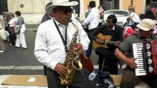 Sassofonista di strada a Piazza Navona