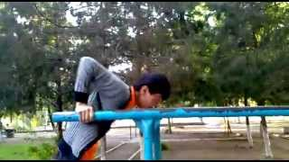 лунная походка на брусьях(Это видео создано с помощью видеоредактора YouTube (http://www.youtube.com/editor), 2014-07-09T14:32:50.000Z)