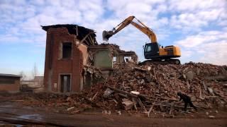 Демонтаж зданий и сооружений. день второй(Компания АвтоМикс, подготовит ваш участок в кратчайшие срок. Демонтируем, вывезем,выкопаем, утилизируем,..., 2015-03-05T14:59:55.000Z)