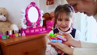 Я НЕКРАСИВАЯ !??? Играем в салон красоты Яна как МАМА красит ногти Детским лаком и макияж в школу