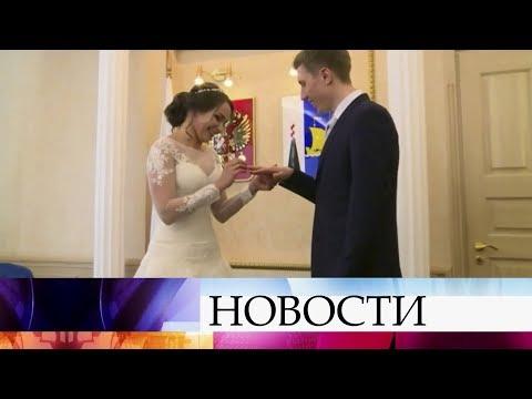 За день до поездки в Пхенчхан российские спортсмены С.Денщиков и О.Потылицына сыграли свадьбу. - Смотреть видео онлайн