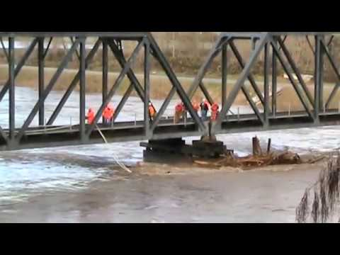 BNSF Railroad uses locomotives to clear log jam from bridge Puyallup, WA