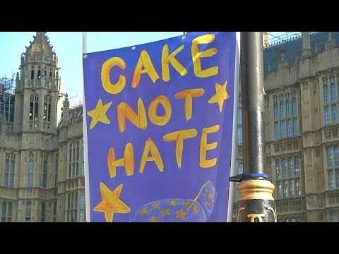 شاهد: متظاهرون يستبدلون احتفالات عيد الحب بالتظاهر ضد بريكست …  - نشر قبل 31 دقيقة