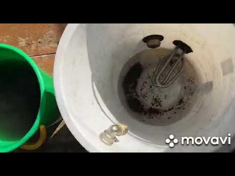 Промываю радиатор печки на Mazda Familia не снимая его