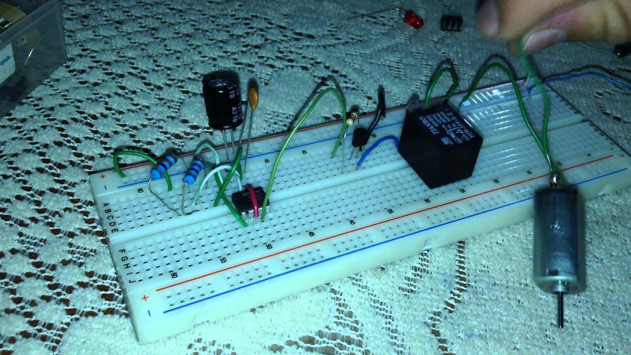 Circuito Oscilador 555 : Circuito oscilador astable youtube
