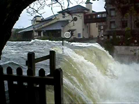 cumbria floods 2009 Parts of the english lake district in the county of cumbria have suffered severe flooding on thursday, with forecasters predicting further rain as of 21:09 gmt there were six severe flood.
