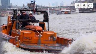 Unlikely hero saves man from River Thames | Saving Lives at Sea - BBC