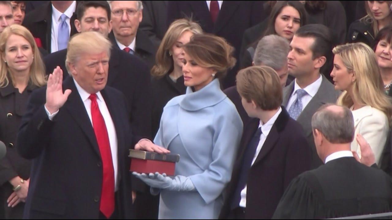 Resultado de imagen para Donald trump jurando sobre la Biblia