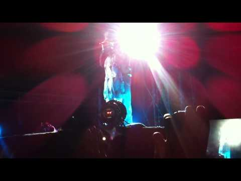 Enrique performing Hero song in Bangalore