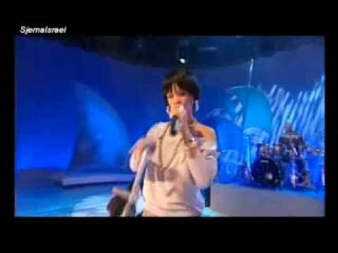 rihanna-umbrella-2007-version-!