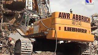 **GIANT** LIEBHERR R 974C Demolition Longfront Excavator @ Work, Stuttgart, Germany, 17.05.2011.