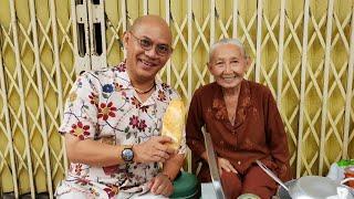 Sống Yêu Thương #17: Cụ bà 74 tuổi không con cái bán bánh mì vỉa hè mà bắn tiếng Anh như gió !