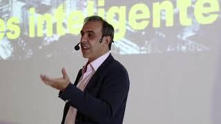 Cidades inteligentes ou cidades criativas? | Elvis Vieira | TEDxUFLA