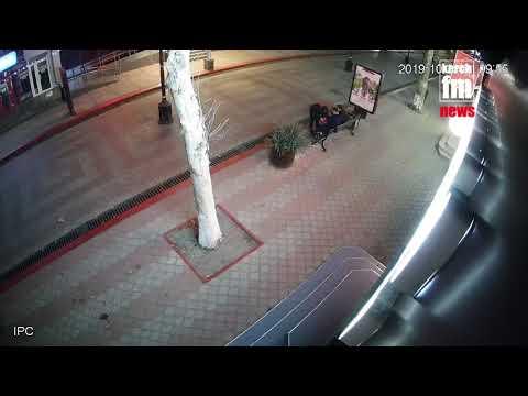 Kerch.FM: В центре Керчи побили стекла билбордов