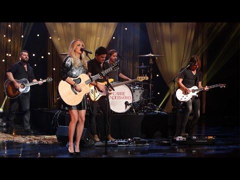 Carrie Underwood Performs 'Smoke Break'